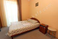Современная гостиница на Черноморской Феодосии - Прикроватные тумбочки в каждом номере