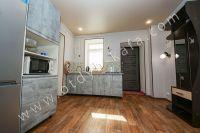 Недорого сдам квартиру в Феодосии летом - Просторная кухня столовая.