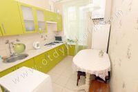 Недорого сдам квартиру в Феодосии летом - Большая и светлая кухня