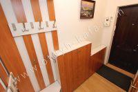 Феодосия жилье недорого - Уголок для одежды в коридоре