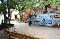 Отдых в Феодосии, пансионаты с бассейном - Вход во двор гостиницы