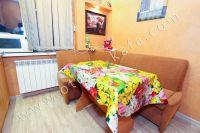 Отдых в Феодосии 2021 в уютной квартире в центре города - Большой обеденный стол.