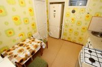 Феодосия аренда квартир - Небольшая кухня с посудой