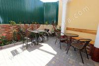 Гостиница на Черноморской набережной Феодосии  - Современна уличная мебель