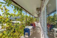 Отдых недорого частный сектор Феодосия - Столики и стулья на балконе