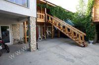 Феодосия: частный сектор для отдыха - Удобная лестница на второй этаж