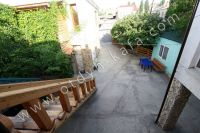Феодосия: частный сектор для отдыха - Большой зеленый двор