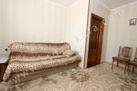 Снять дом в Феодосии на берегу моря (ул. Дружбы) - Комната с диваном