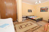 Проведите отдых в Феодосии! частный сектор в центре - Большая и светлая спальня
