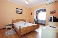 Современные квартиры в Феодосии посуточно - Большая и светлая спальня.