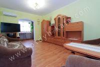 Современные квартиры в Феодосии посуточно - В каждой спальне ламинат.