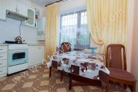 Современные квартиры в Феодосии посуточно - Неьольшая кухня.