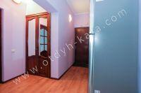 Современные квартиры в Феодосии посуточно - Небольшой встроенный шкаф.