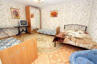 Уютное жилье снять посуточно! Феодосия предоставляет широкий выбор апартаментов - Большая и светлая спальня