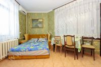 Встречает курортная Феодосия. Дом под ключ снять просто - Удобный двуспальный диван.