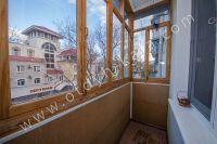 Крымские туристы выбирают Феодосию! Недорогое жильё у моря - Балкон с видом на тихую улицу.