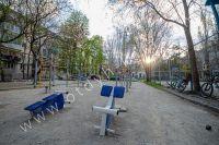 Крымские туристы выбирают Феодосию! Недорогое жильё у моря - Спортивная площадка во дворе.