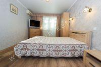 Проведите отдых в Феодосии, цены приемлемы - Вместительный шкаф