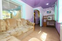 Доступное жилье: Феодосия, квартира у моря - Небольшой телевизор в спальне