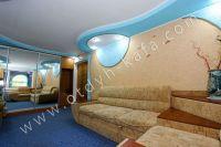 Доступное жилье: Феодосия, квартира у моря - Вместительный шкаф купе