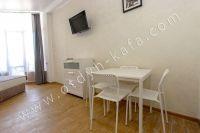 Курортная Феодосия, цены на жилье - Небольшой обеденный стол.