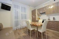 Планируете отдых в Феодосию? Квартира в центре, отличный выбор - Просторная кухня.