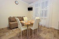 Планируете отдых в Феодосию? Квартира в центре, отличный выбор - Большой обеденный стол.