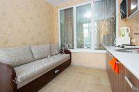 Снять жилье в Феодосии на берегу моря - Удобный двуспальный диван.