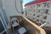 Приглашает Феодосия! Снять жилье у моря недорого и без хлопот - Небольшой видовой балкон.