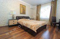 Снять дом в Феодосии вблизи набережной - Удобная двуспальная кровать.