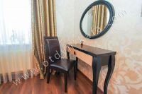 Снять дом в Феодосии вблизи набережной - Удобный дамский столик.