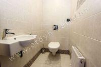 Снять дом в Феодосии вблизи набережной - Дополнительный туалет на втором этаже.