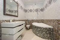 Снять дом в Феодосии вблизи набережной - Основная ванная комната на первом этаже.