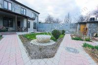 Снять дом в Феодосии вблизи набережной - Красивый в зелени двор.