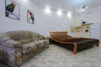 Феодосия: снять у моря квартиру будет просто - Раскладной диван.