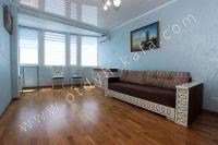 Доступные цены на отдых в Феодосии 2021 - Комфортный двуспальный диван.