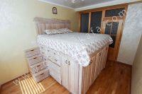 Доступные цены на отдых в Феодосии 2021 - Высокая двуспальная кровать.