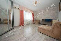 Доступная аренда квартиры в Феодосии - Большой светлое окно.