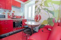 Приглашает Феодосия! Снять однокомнатную квартиру будет просто - Современная кухня.