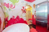 Приглашает Феодосия! Снять однокомнатную квартиру будет просто - Вместительный холодильник.