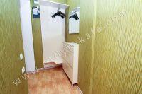 Приглашает Феодосия! Снять однокомнатную квартиру будет просто - Просторный коридор.