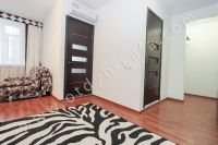 Отдых-Кафа поможет снять квартиру в Феодосии на лето - Просторная комната.