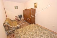 Жилье в Феодосии: квартиры по цене недорогих гостиниц  - Вместительный шкаф