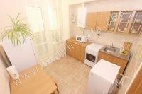 Жилье в Феодосии: квартиры по цене недорогих гостиниц  - Просторная кухня