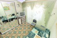 Отдыхайте в Крыму! Снимать квартиру недорого и просто - Небольшой телевизор в спальне