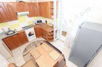 Современные 2 комнатные квартиры в Феодосии - Кухня с выходом на лоджию