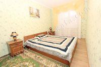Современные 2 комнатные квартиры в Феодосии - Большая широкая кровать