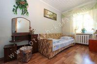 Снять двухкомнатную квартиру в Феодосии недалеко от пляжа - Комфортный двуспальный диван.