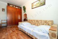 Снять двухкомнатную квартиру в Феодосии недалеко от пляжа - Вместительный шкаф.