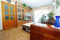 Снять двухкомнатную квартиру в Феодосии недалеко от пляжа - Одна из спален проходная.